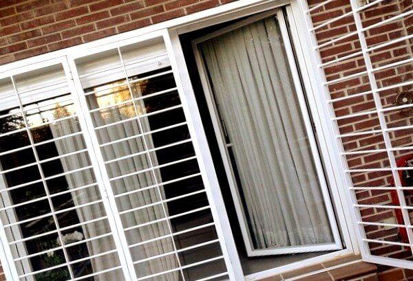 rejas abatibles blancas - Rejas para Ventanas y Puertas Hospitalet